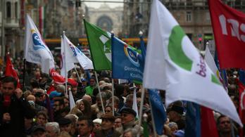 Utolsó pillanatos kavarásokkal alakul a budapesti ellenzéki összefogás