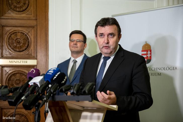Palkovics László tart sajtótájékoztatót az MTA-val kapcsolatban 2018. december 6-án