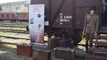 Tehervagonnal állítottak emléket a zsidók deportálásának a szatmári vasútállomáson