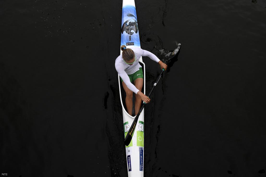 Kozák Danuta a rajthoz evez a női kajak egyesek 500 méteres előfutama előtt a portugáliai Montemor-o-Velhóban zajló kajak-kenu világbajnokságon 2018. augusztus 23-án