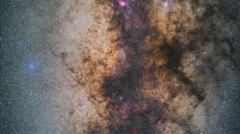 Hamarosan láthat egy valódi fekete lyukat