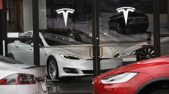 Euró százmilliókat fizet a Fiat, hogy a flottájába kerüljenek a Tesla elektromos autói