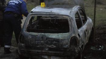 Holttestet találtak egy kigyulladt autóban Devecserben