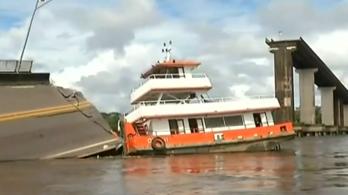 Áthaladó autókkal szakadt a vízbe egy brazil híd