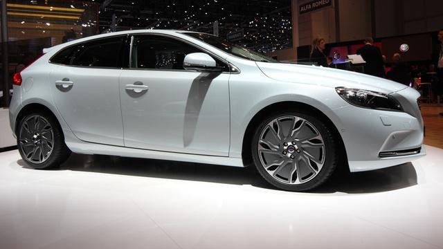 Tengelytávja mint az S40/V50-é, a hossza 4 méter és 37 centi. Azaz kompakt