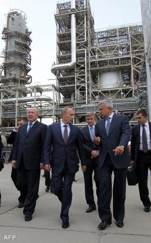 Vlagyimir Putyin látogatáson a Lukoil Nyizsnyij Novgorod közeli finomítójában
