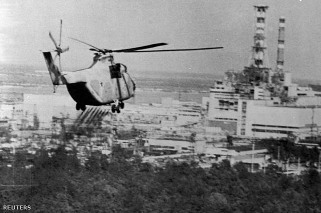 1986. június 13.: sugármenetsítést végző katonai helikopter.