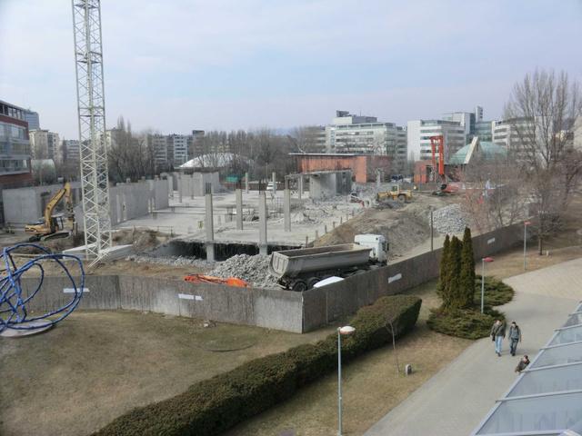 A Q2 épület alapjai