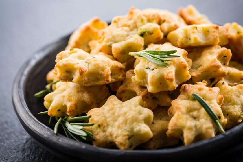 Omlós, sajtos keksz villámgyorsan: abbahagyhatatlan nass akár húsvétra is
