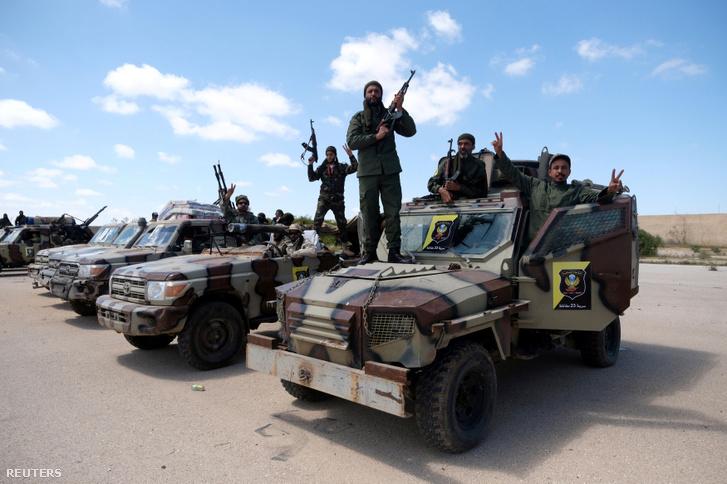 A Halifa Haftár tábornok vezette kelet-líbiai hadsereg (LNA) tagjai 2019. április 7-én.