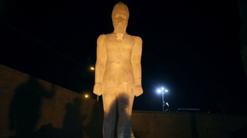 Darabokból legózták össze II. Ramszesz hatalmas szobrát