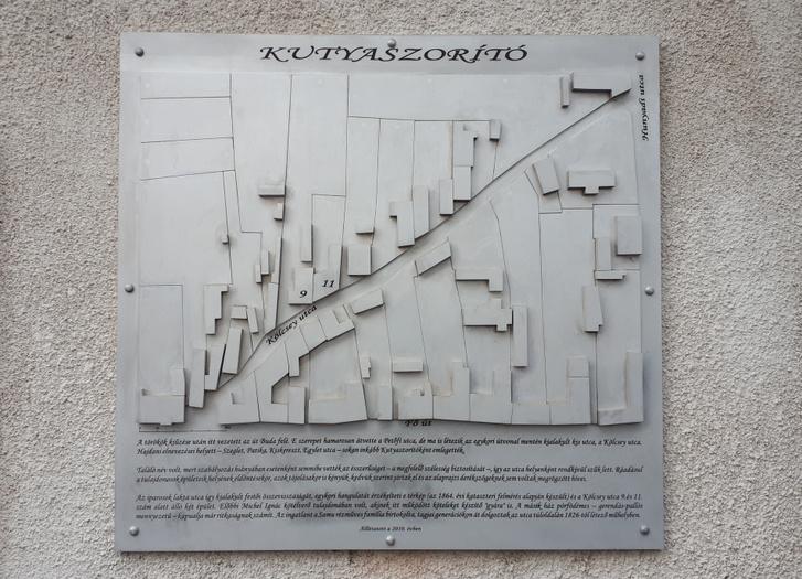 A Kutyaszorító emléktáblája Nagykanizsán