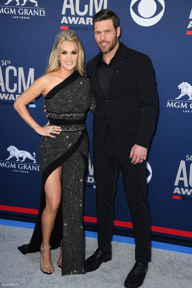 Itt Carrie Underwood énekesnő látható fess férjével, akinek neve Mike Fisher.