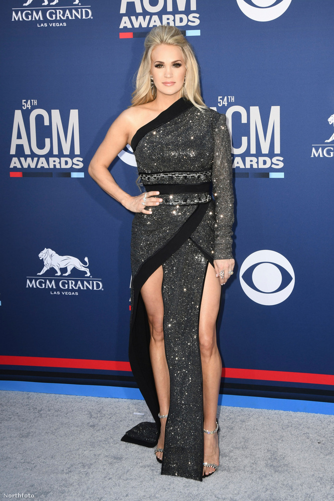 Carrie Underwoodról mindig a gépsonkaruha fog eszembe jutni egészen addig, amíg valami izgalmasabbal nem feledteti azt