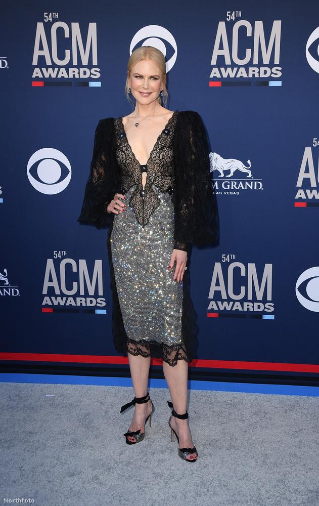 Ezen a képen Nicole Kidman látható, a helyszín az ACM Awards, amit vasárnap este tartottak Las Vegasban az MGM Grand Hotel Casinóban.