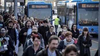 Nagy tömeggel, jól szervezetten indult az újabb metrófelújítás első napja