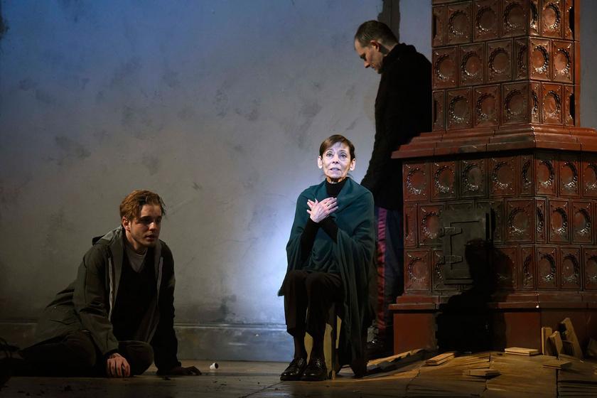 Venczel Vera Vecsei H. Miklóssal - balra - és Orosz Ákossal A félkegyelmű című előadás próbáján a Pesti Színházban 2018. február 27-én.