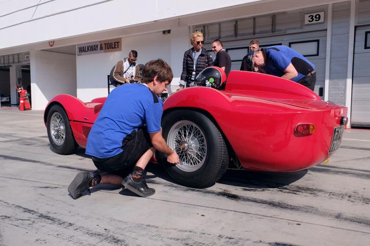 A Maserati Birdcage, amely a hungaroringi versenyen verhetetlen volt