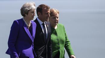 Theresa May az EU-csúcs előtt Merkelt és Macront győzködi
