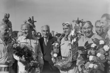 Az angol Reg Parnell, az olasz Giuseppe Fraina és a szintén olasz Fagioli az Alfa Romeo csapatából
