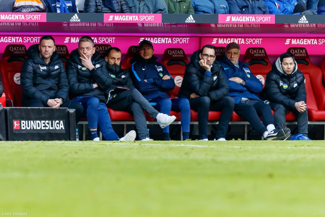 Dárdai Pál (bal oldal) és Michael Preetz (jobbról a harmadik) a Bayern München - Hertha BSC mérkőzésen, Münchenben 2019. február 23-án