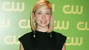 Beismerte bűnösségét a szexszektába nőket beszervező Smallville-színésznő