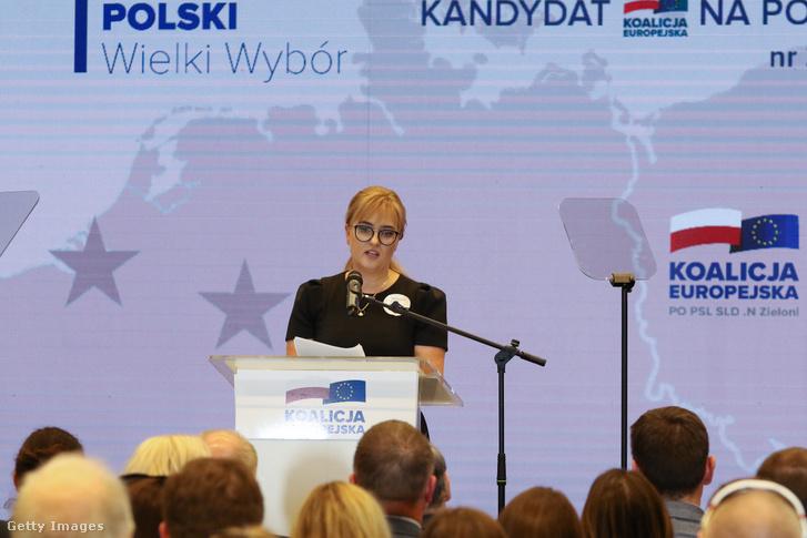 Magdalena Adamowicz, Pawel Adamowicz meggyilkolt gdanski polgármester felesége az Európai Koalíció választási rendezvényén 2019. április 7-én