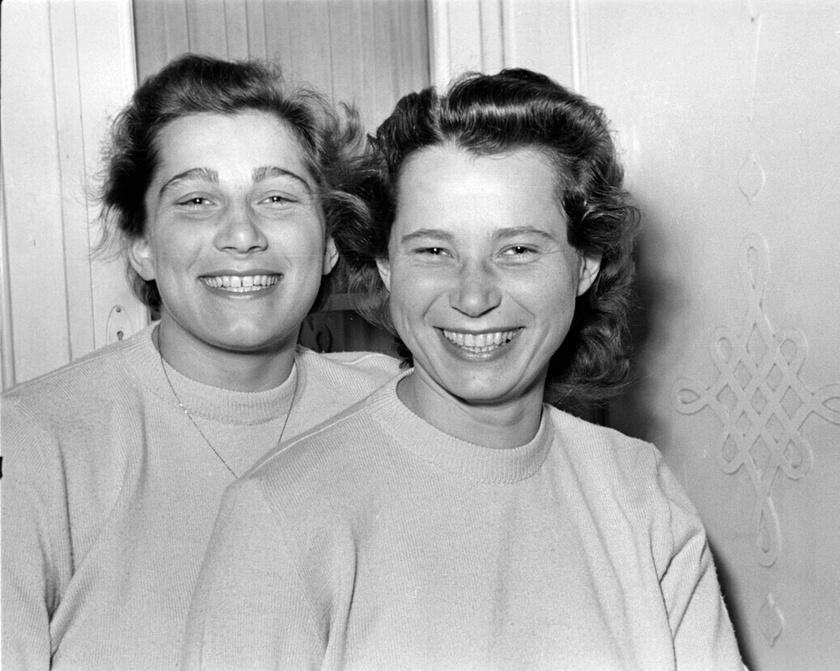 Novák Ilona - jobbra - és Novák Éva úszónők 1952. február 9-én.