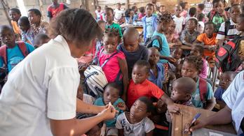 Tömeges oltással küzdenek a járványok ellen Mozambikban