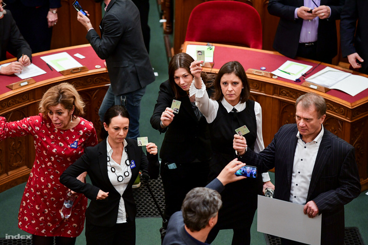 Opposition lawmakers holding up their MP identification cards during the vote on 12 December 2018.