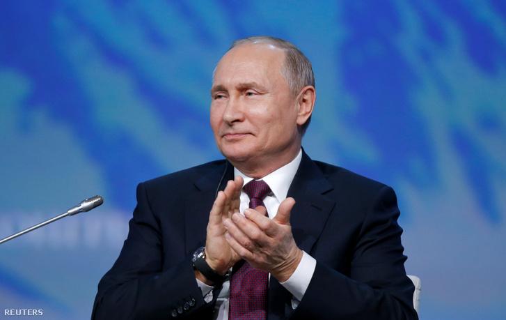 Vlagyimir Putyin az V. Nemzetközi Északi-sarkvidékki Fórumon Szentpéterváron 2019. április 9-én.