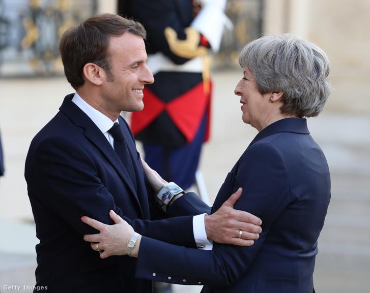 Theresa May és Emmanuel Macron Párizsban 2019. április 9-én.