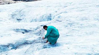 Tengernyi mikroműanyag szennyezi a gleccsereket