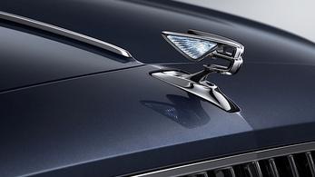 Új négyajtós Bentley érkezik hamarosan