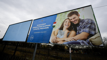 Több mint egymilliárd forintért reklámozza a kormány a családtámogatási intézkedéseit