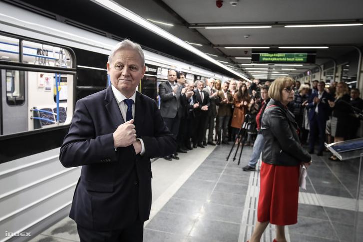 Tarlós István főpolgármester a 3-as metróvonal felújított északi szakaszának átadásán az Újpest-központ metróállomáson