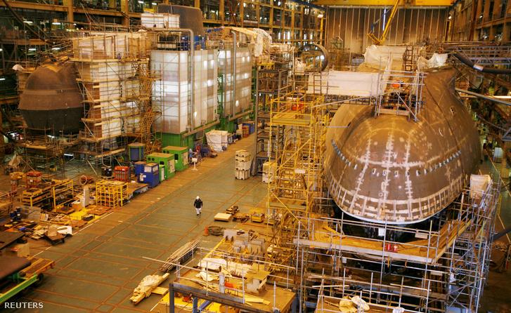 Egy Astute osztályú nukleáris tengeralattjáró, mely a Devonshire Dockban épült