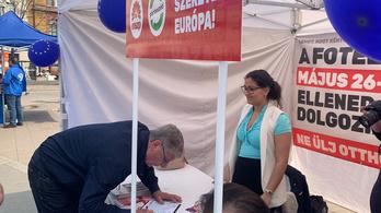 Gyurcsány aláírt az MSZP-nek