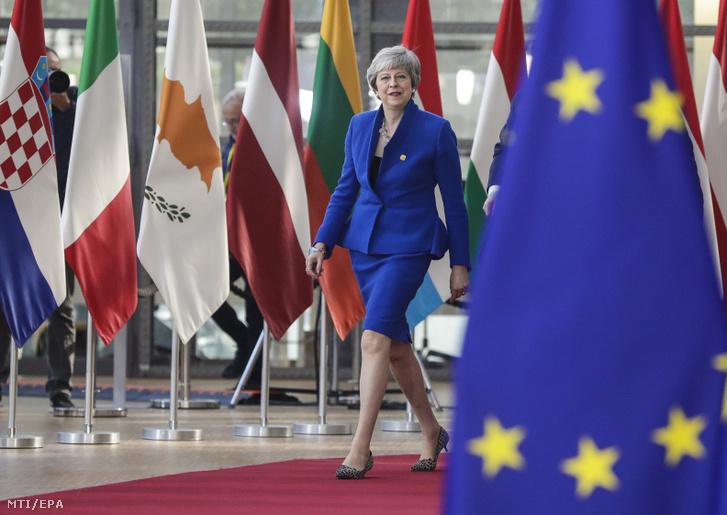Theresa May brit miniszterelnök érkezik az Európai Unióból történő brit kiválás ügyéről (Brexit) rendezett rendkívüli európai uniós csúcstalálkozóra Brüsszelben 2019. április 10-én.