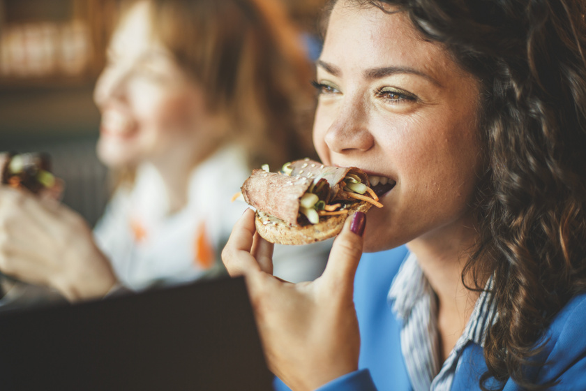 Ha így szeded tele a tányérod, nem eszel túl sokat: túlevés ellen is vannak trükkök