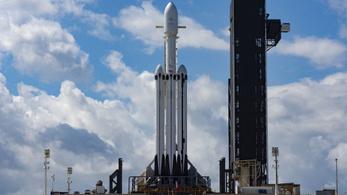 Csütörtök estére halasztották a Falcon Heavy startját