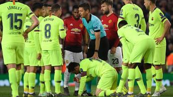 Smalling letarolta Messit, törés miatt aggódnak a Barcelonánál