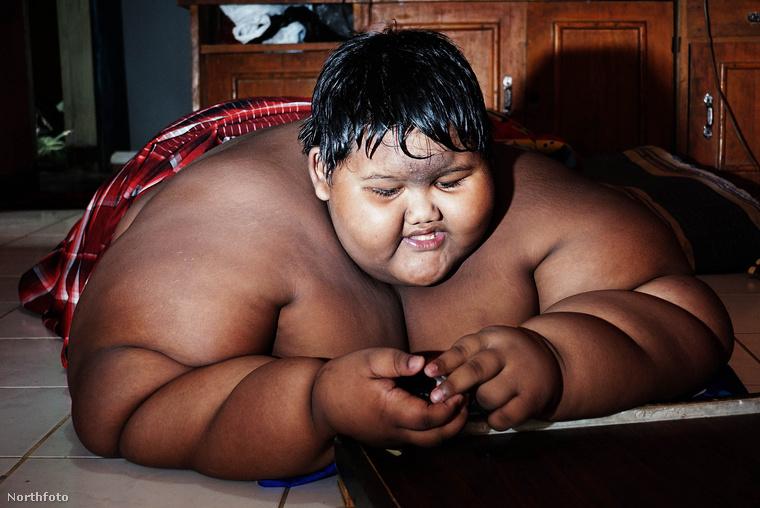A majdnem kétmázsás súlyt 10 éves korában érte el, amikor a túlsúlya miatt már iskolába se tudott járni, sőt megmozdulni is alig bírt