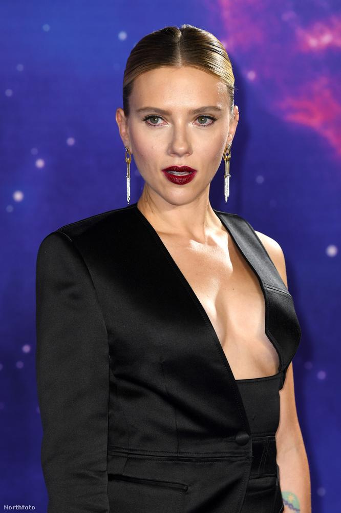 Vagy annyira jó, hogy még Scarlett Johansson is kiteszi érte a mellét?