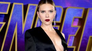 Scarlett Johansson mellét alig fedte valami a Bosszúállók: Végjáték londoni premierjén