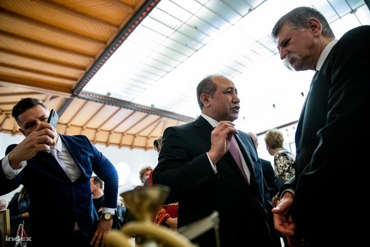 Zaid Naffa Jordánia magyarországi tiszteletbeli konzulja fogadja az ország standjánál Kövért