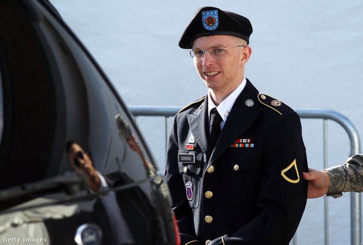 Bradley Manning 2012. június 6-án a katonai bíróság előtt, az első háromnapos tárgyalása végén