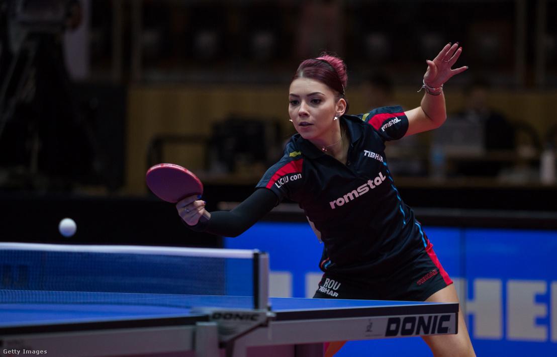 Szőcs Bernadette a luxemburgi Európa-bajnokságon játszik a középdöntőben, az orosz Vorobeva Olga ellen 2017. szeptember 16-án.
