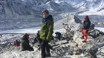 9 éves magyar kisfiú a Himalája 5644 méteres csúcsán