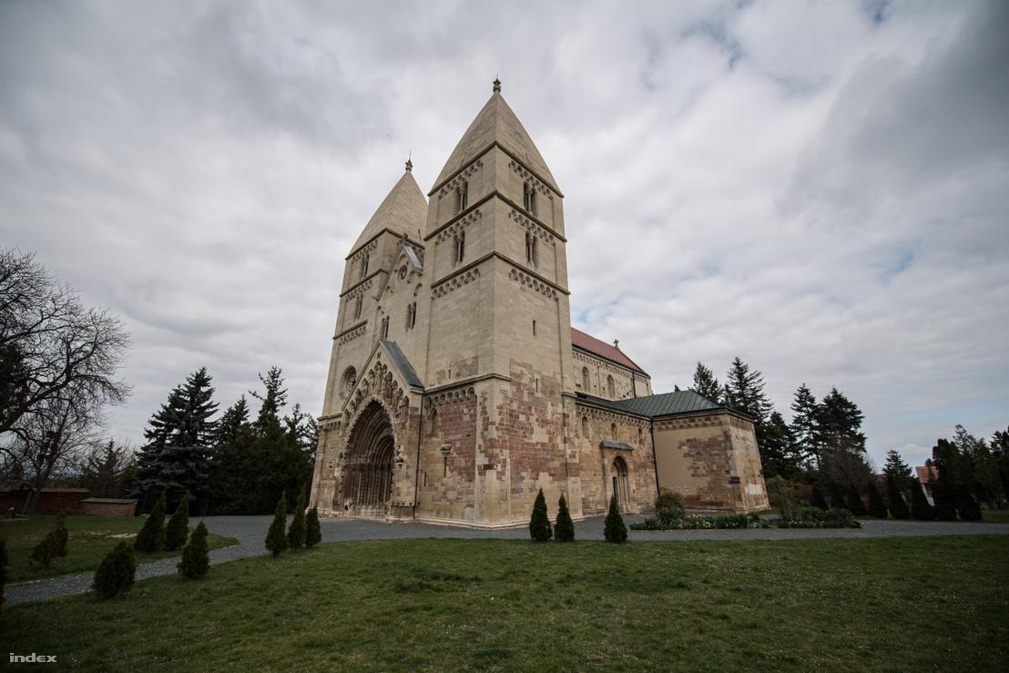 Jáki templom